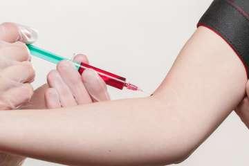 Pobranie krwi - zdjęcie partnera