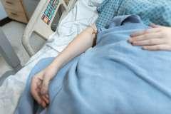 Pacjent na łóżku - zdjęcie partnera