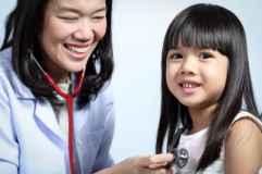 dziecko, chore, badanie u lekarza/  by hin255 / www.freedigitalphotos.net