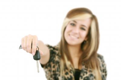 dziewczyna z kluczykami od auta, by David Castillo Dominici/www.freedigitalphotos.net