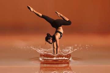 Kobieta gimnastyka - zdjęcie partnera