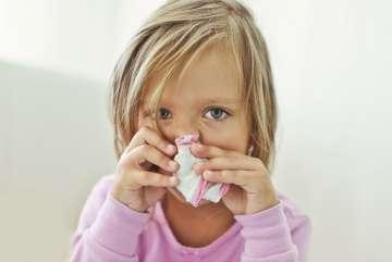 Dziecko z chusteczką - zdjęcie partnera