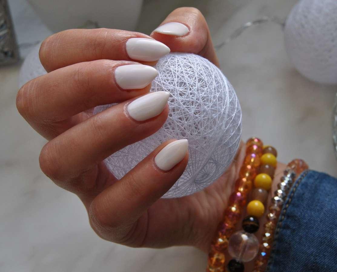 Paznokcie po kosmetyczce - zdjęcie partenra