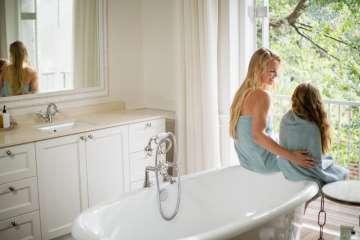 Matka z córką w łazience - zdjęcie partnera